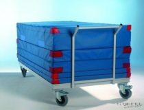 Kocsi a tornaszőnyegek szállításához