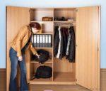 Zárható széles ruhatári szekrény
